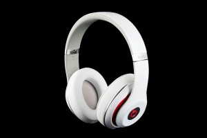 beats-by-dre-studio-2013-front-angle-1486x991