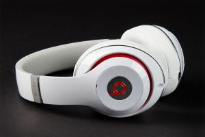 Beats-by-Dre-Studio-2013-side-angle